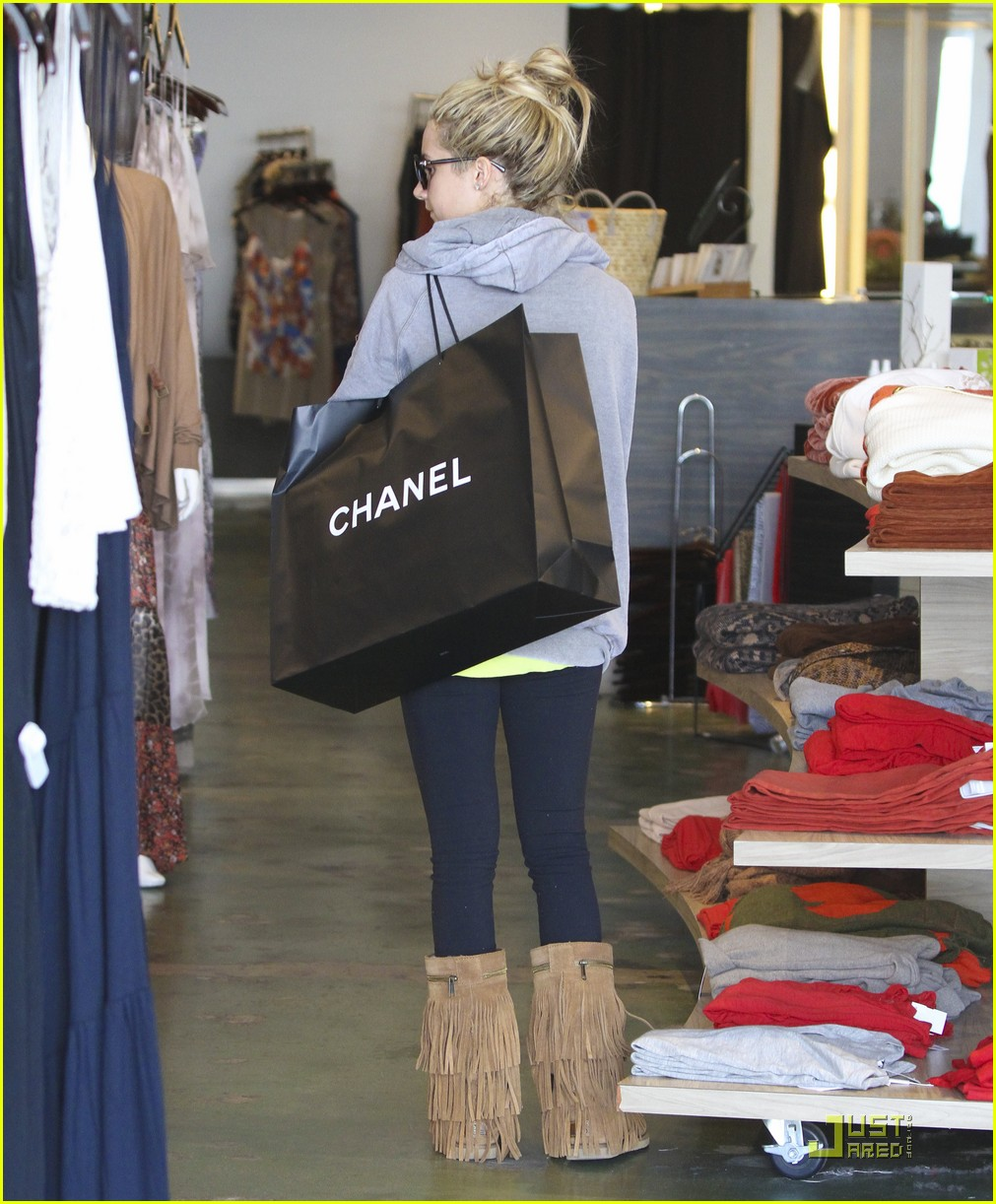 ashley tisdale chanel shopper 01