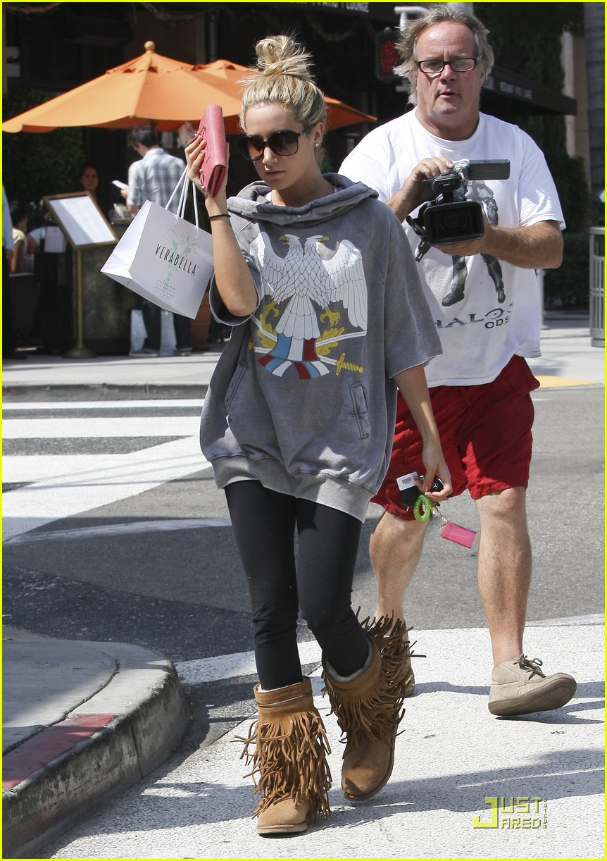 ashley tisdale chanel shopper 04