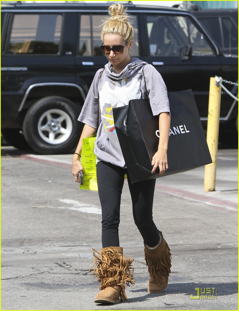 ashley tisdale chanel shopper 13