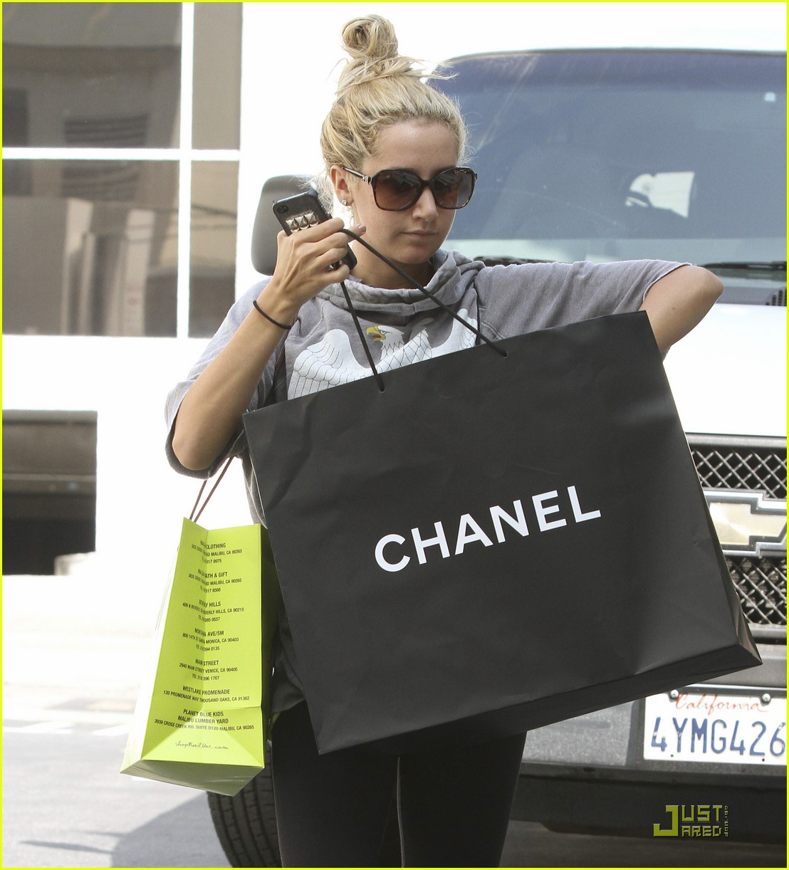 ashley tisdale chanel shopper 18