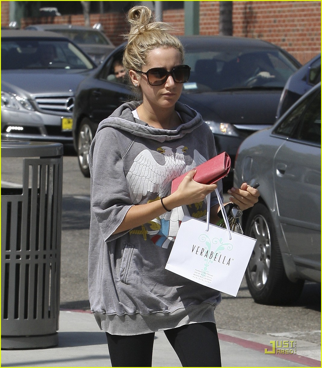 ashley tisdale chanel shopper 20