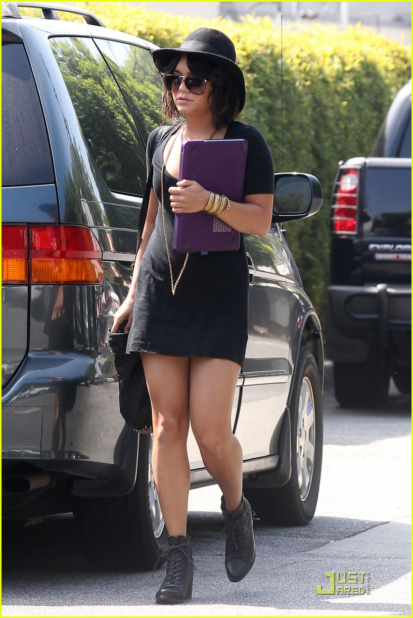 vanessa hudgens joeys cafe 07