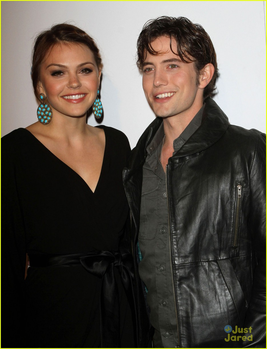 aimee teegarden jackson rathbone aim high premiere 01