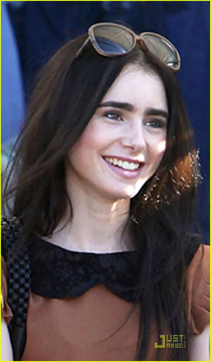 lily collins shopping mom 07