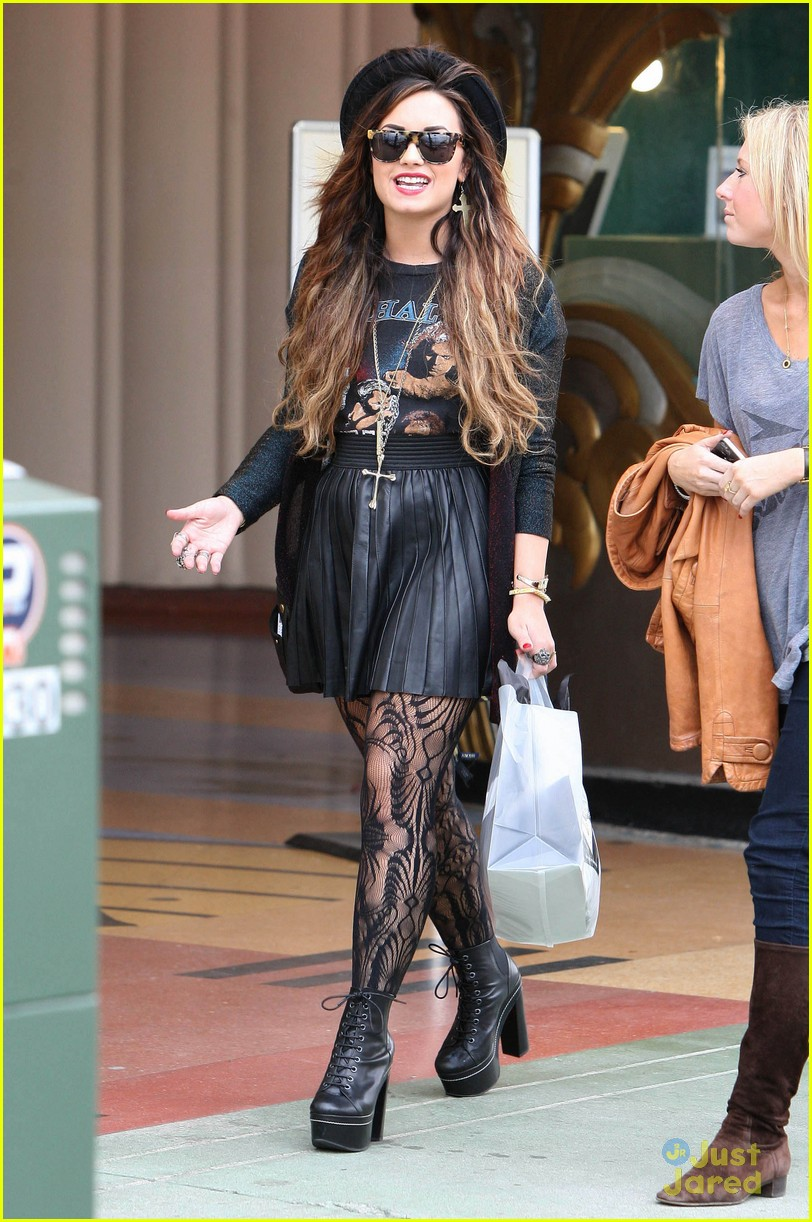 demi lovato shopping urban 06