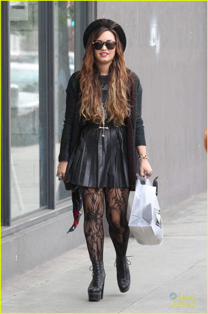 demi lovato shopping urban 09