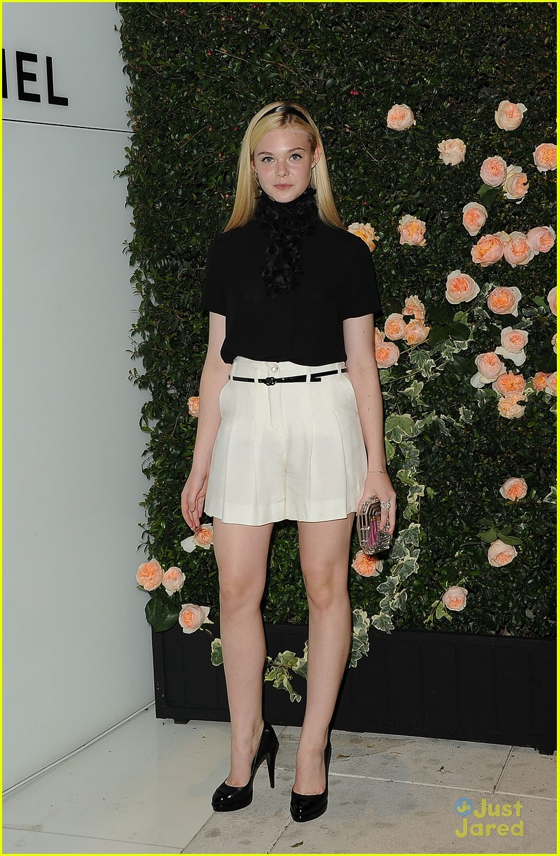 elle fanning chanel dinner 02