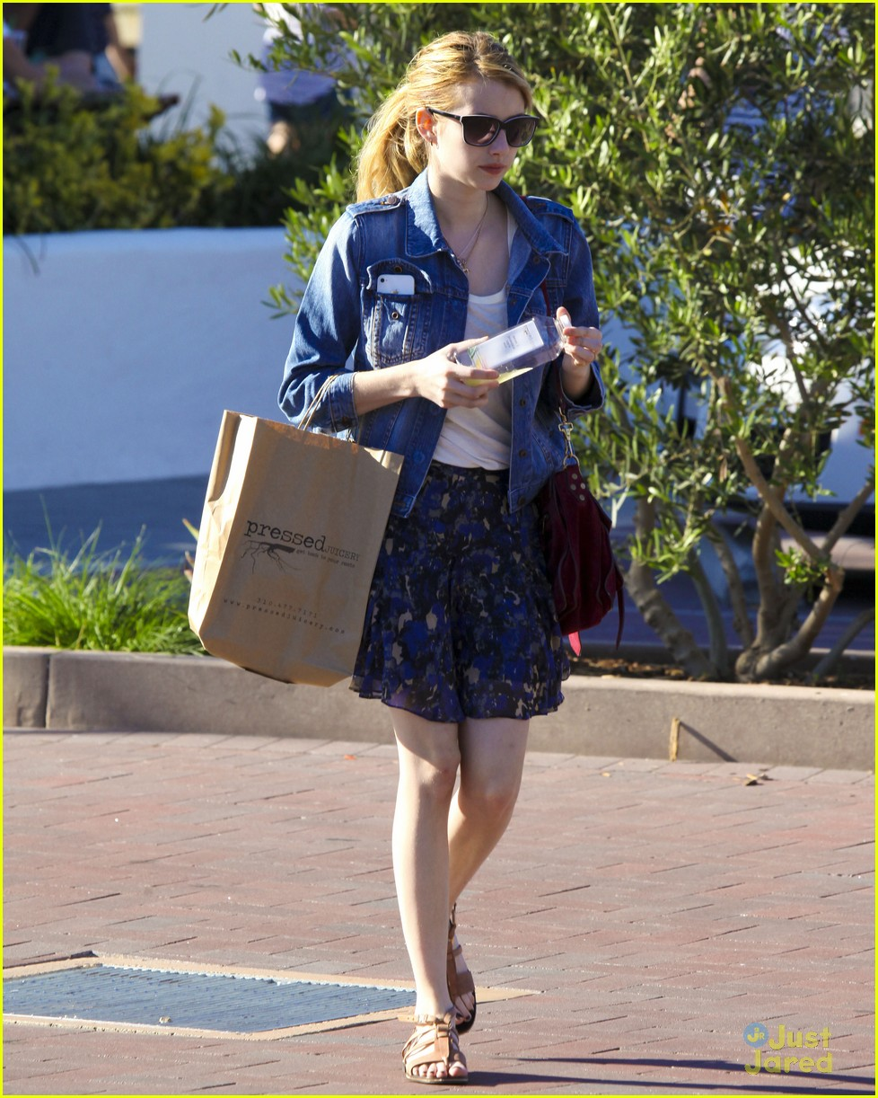 emma roberts grocery shop 08