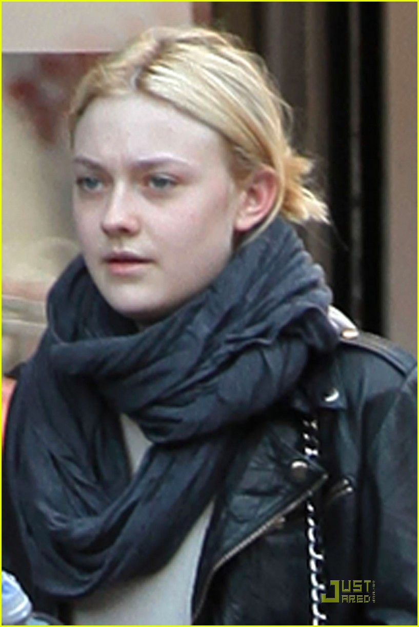 dakota fanning workout wear 02