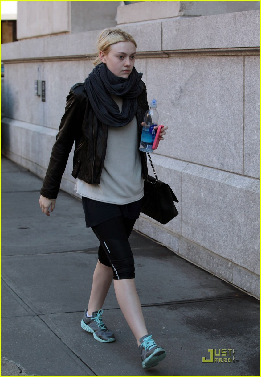 dakota fanning workout wear 03