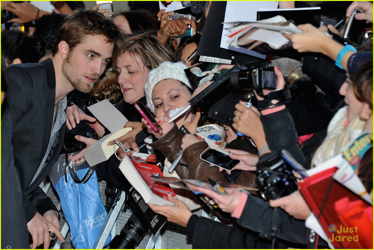 ashley greene rob pattinson paris 12