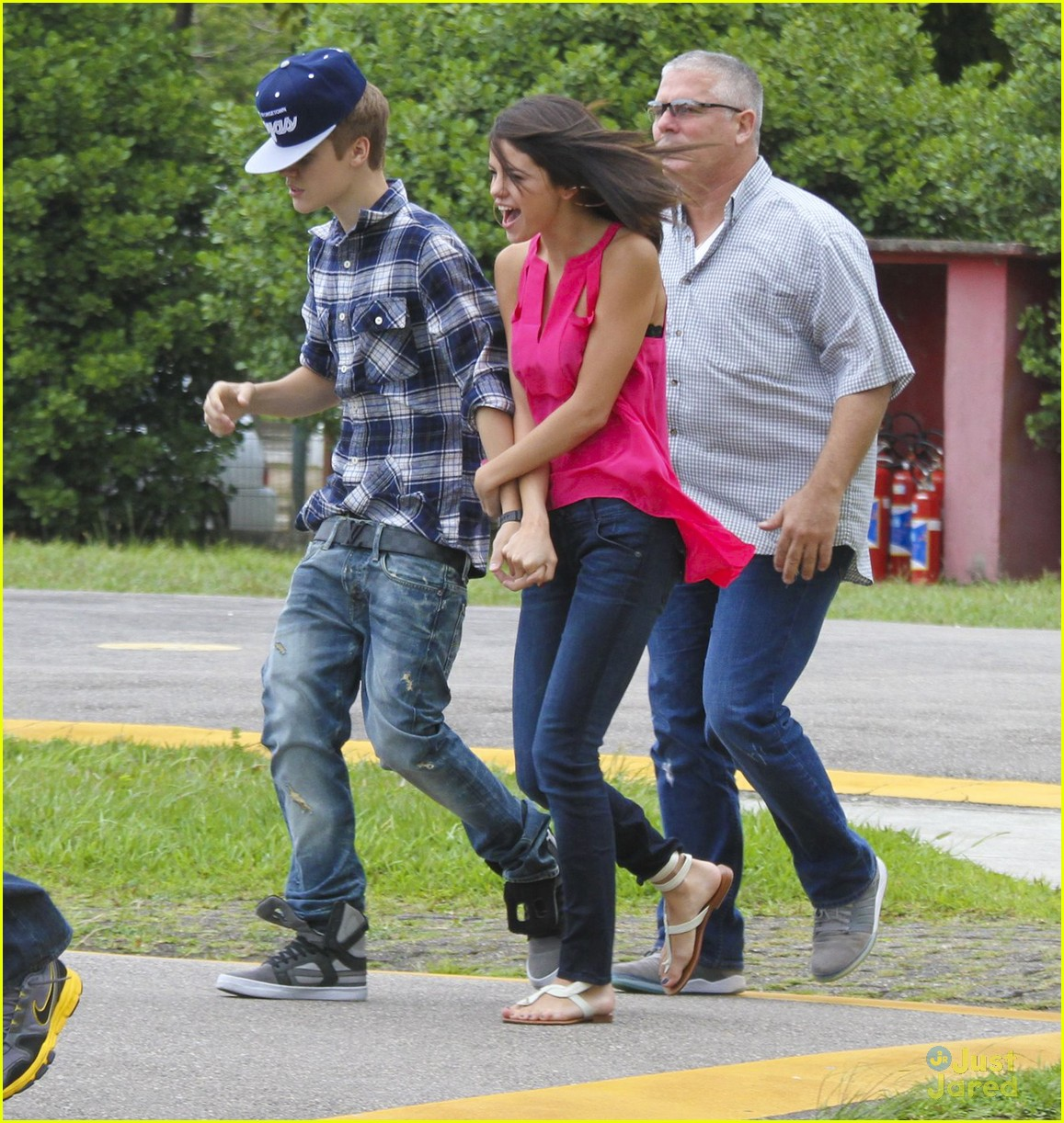 selena gomez justin bieber helicopter brazil 17