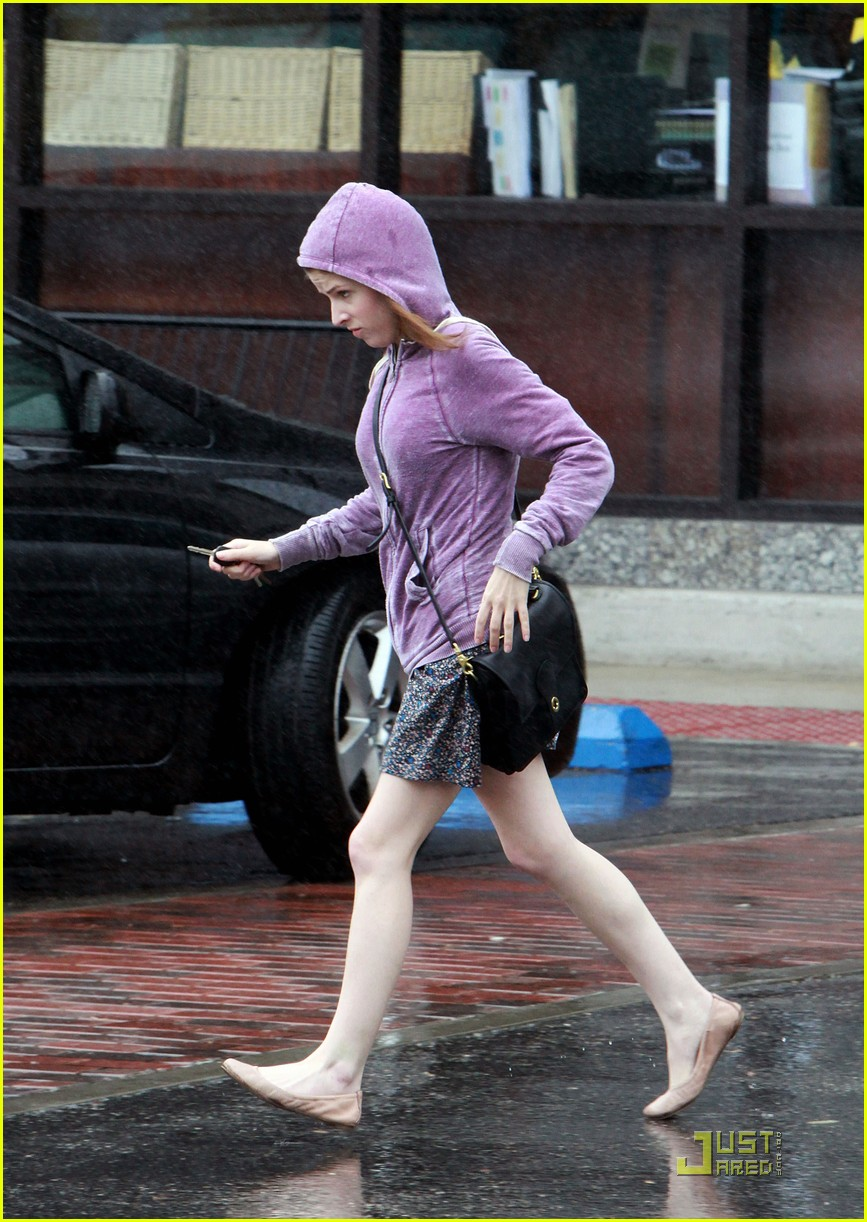 anna kendrick rain run 03
