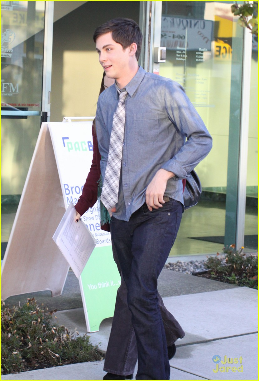 logan lerman training 01