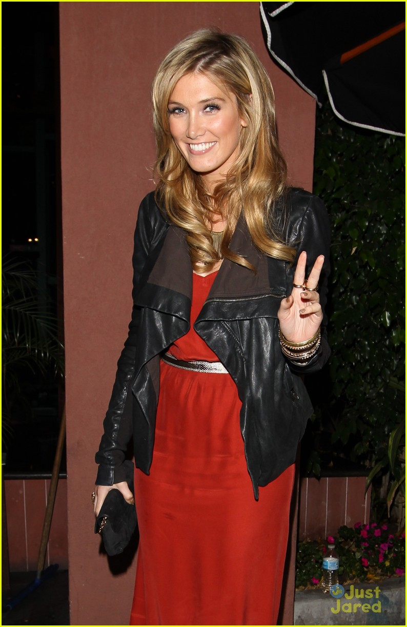 nick jonas delta goodrem dinner date 03