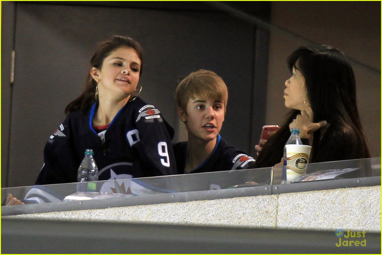 selena gomez justin bieber hockey game 04