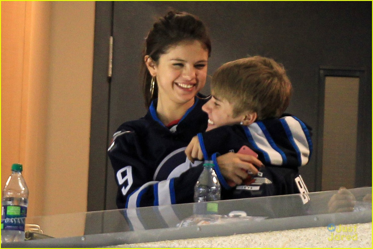 selena gomez justin bieber hockey game 19