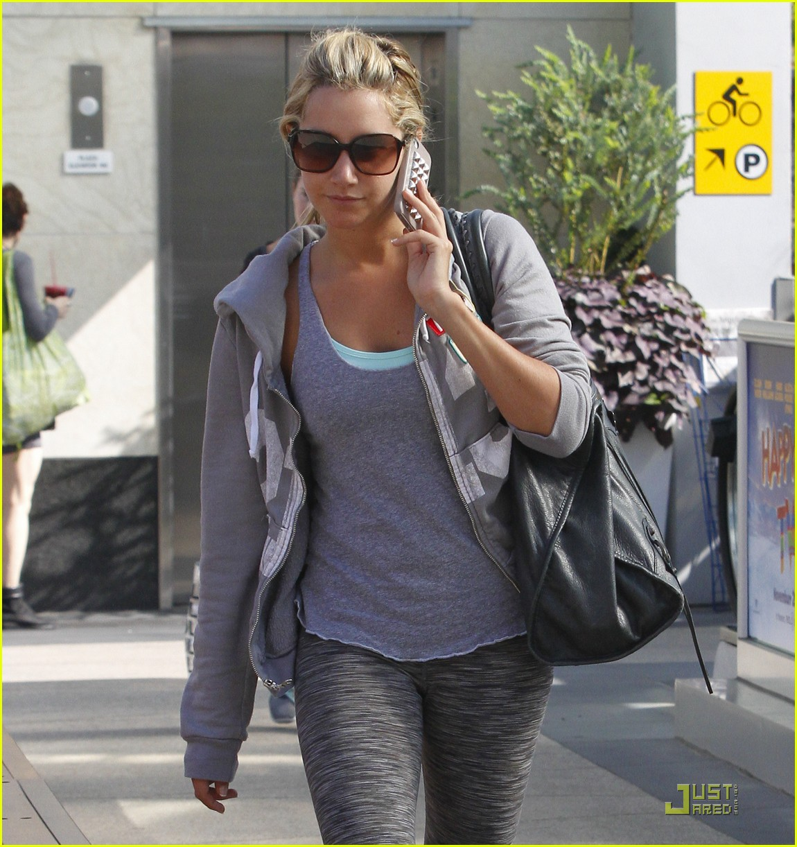 ash tisdale gray workout 03