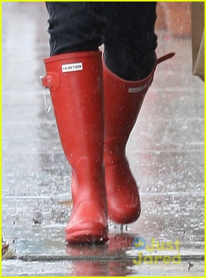 vanessa hudgens rainy red boots 05