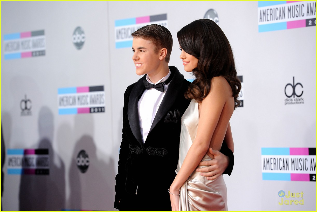 selena justin 2011 amas 31