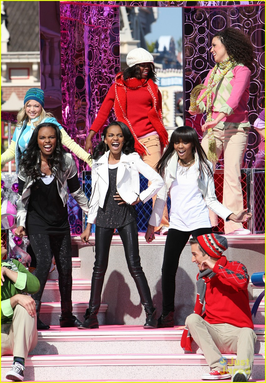 china mcclain jingle bell rock 02