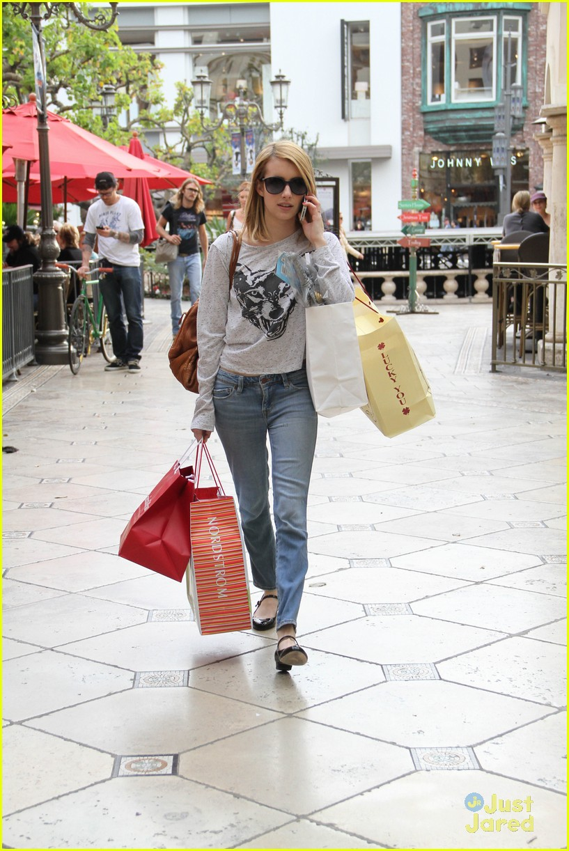 emma roberts holiday shopper 03
