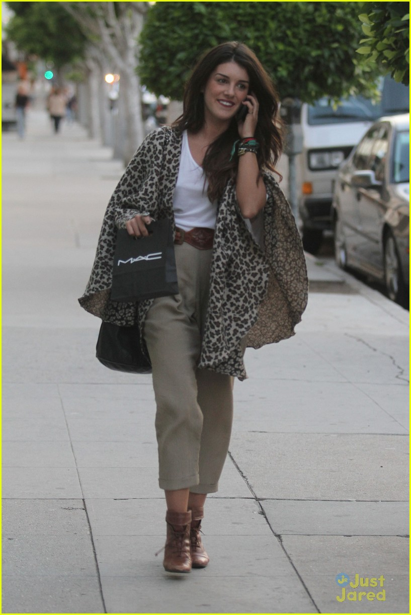 shenae grimes shopping 03