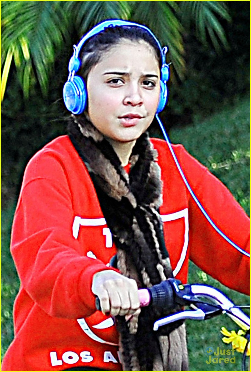 stella hudgens bike thanksgiving 03