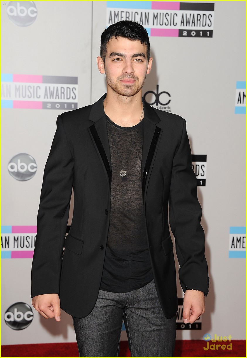 joe jonas 2011 amas 06