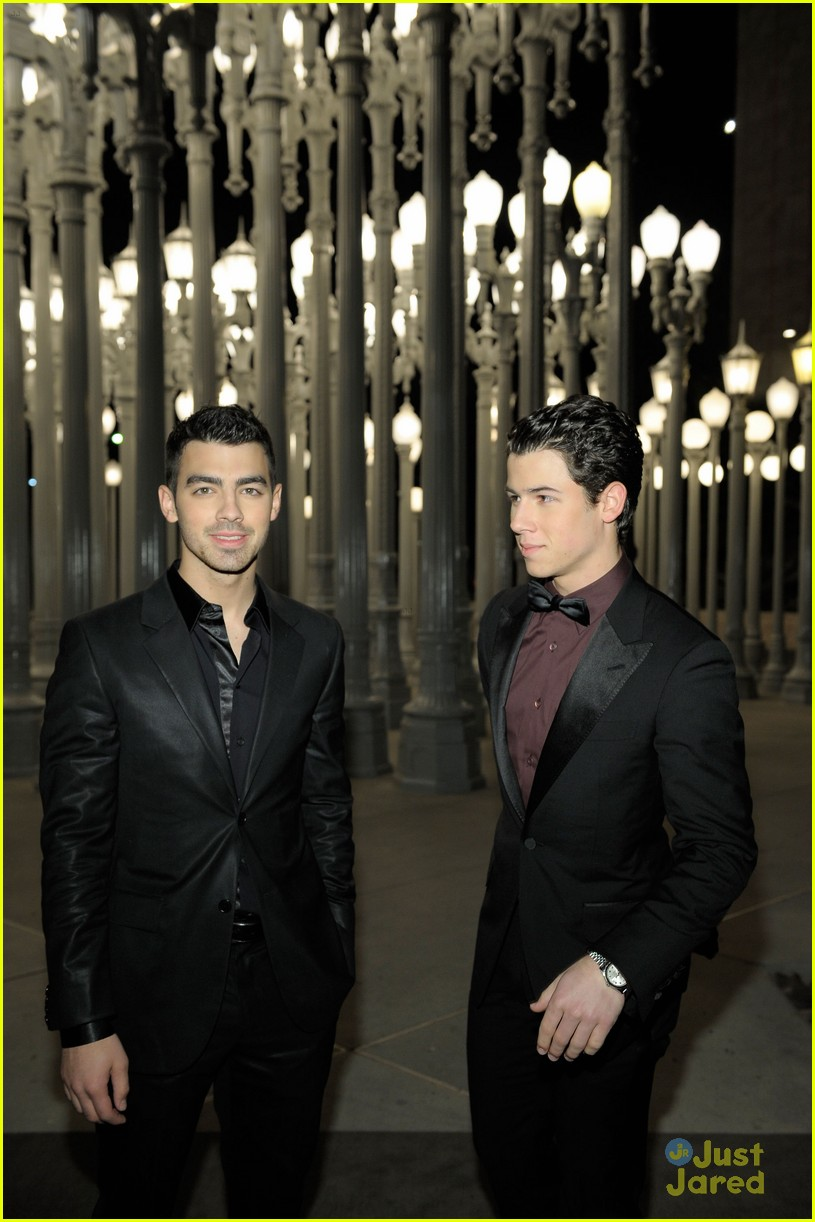 joe nick jonas lacma gala 03