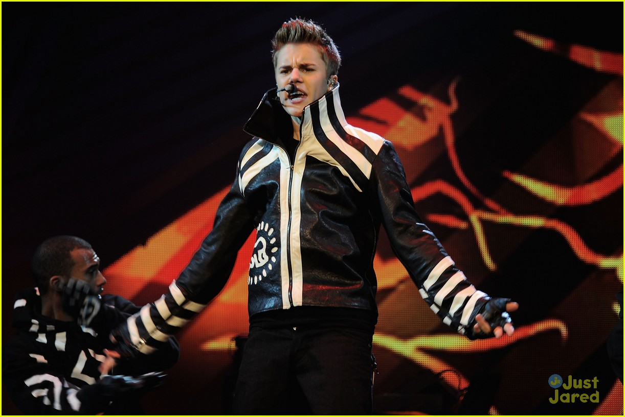 justin bieber ema show award 16