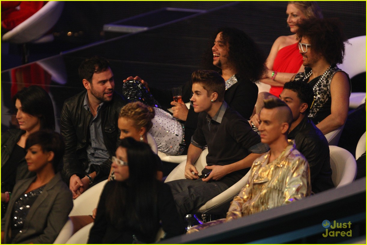 justin bieber ema show award 22