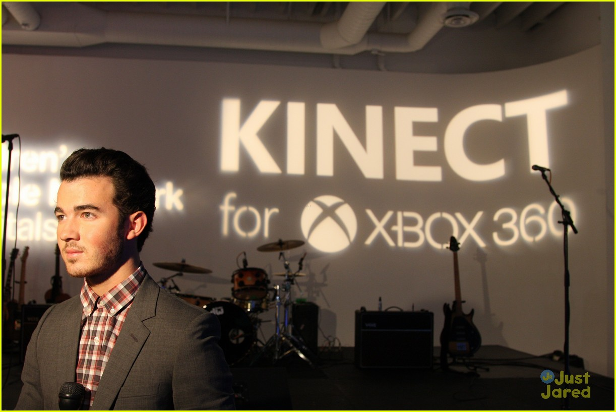 kevin jonas xbox ama party 02