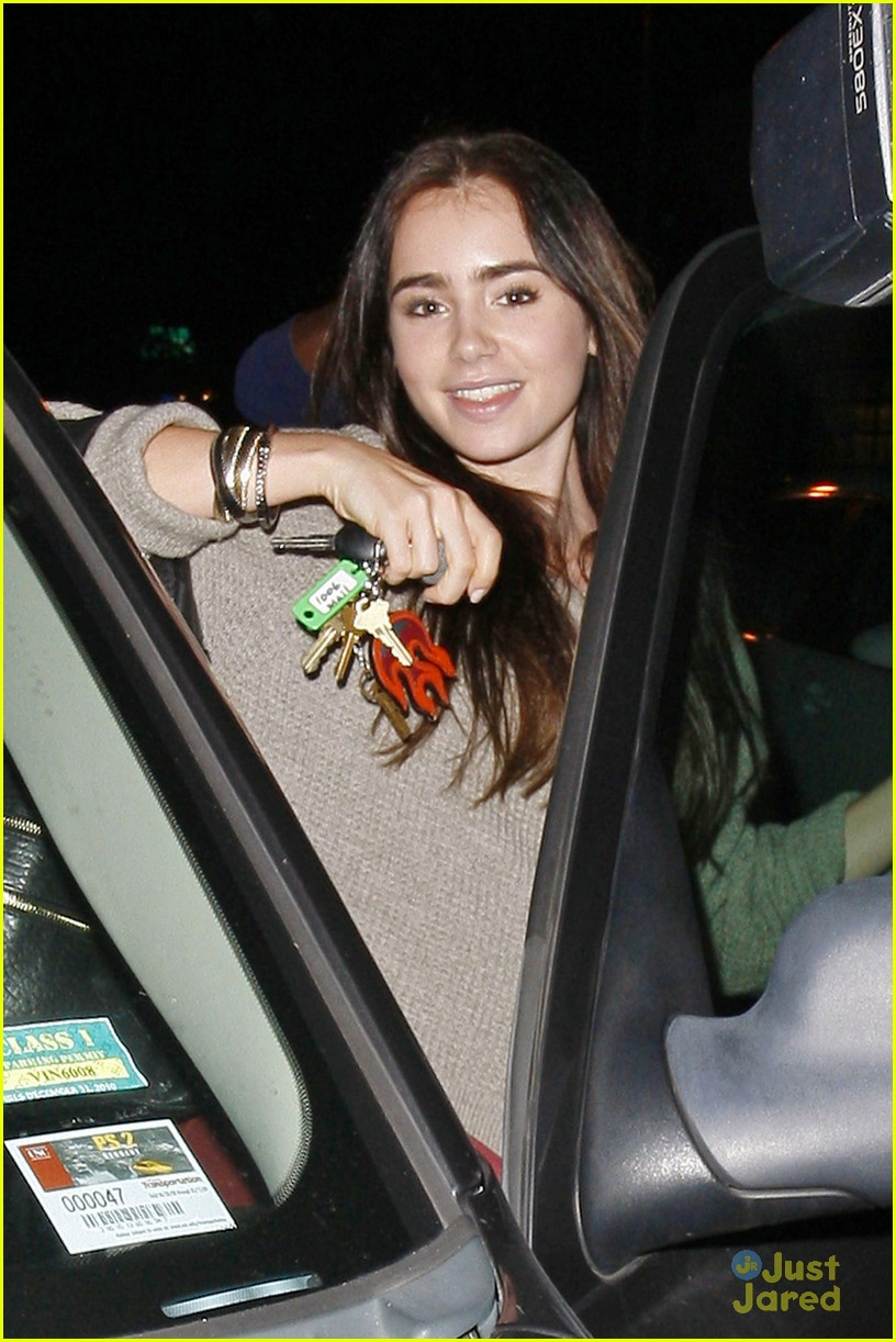 lily collins newsroom cafe 06