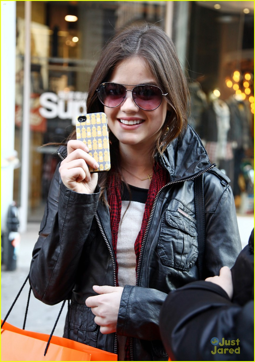 lucy hale superdry shopper 02