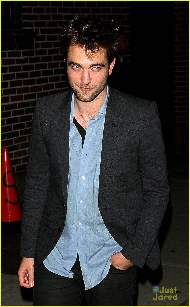 robert pattinson letterman arrival 15