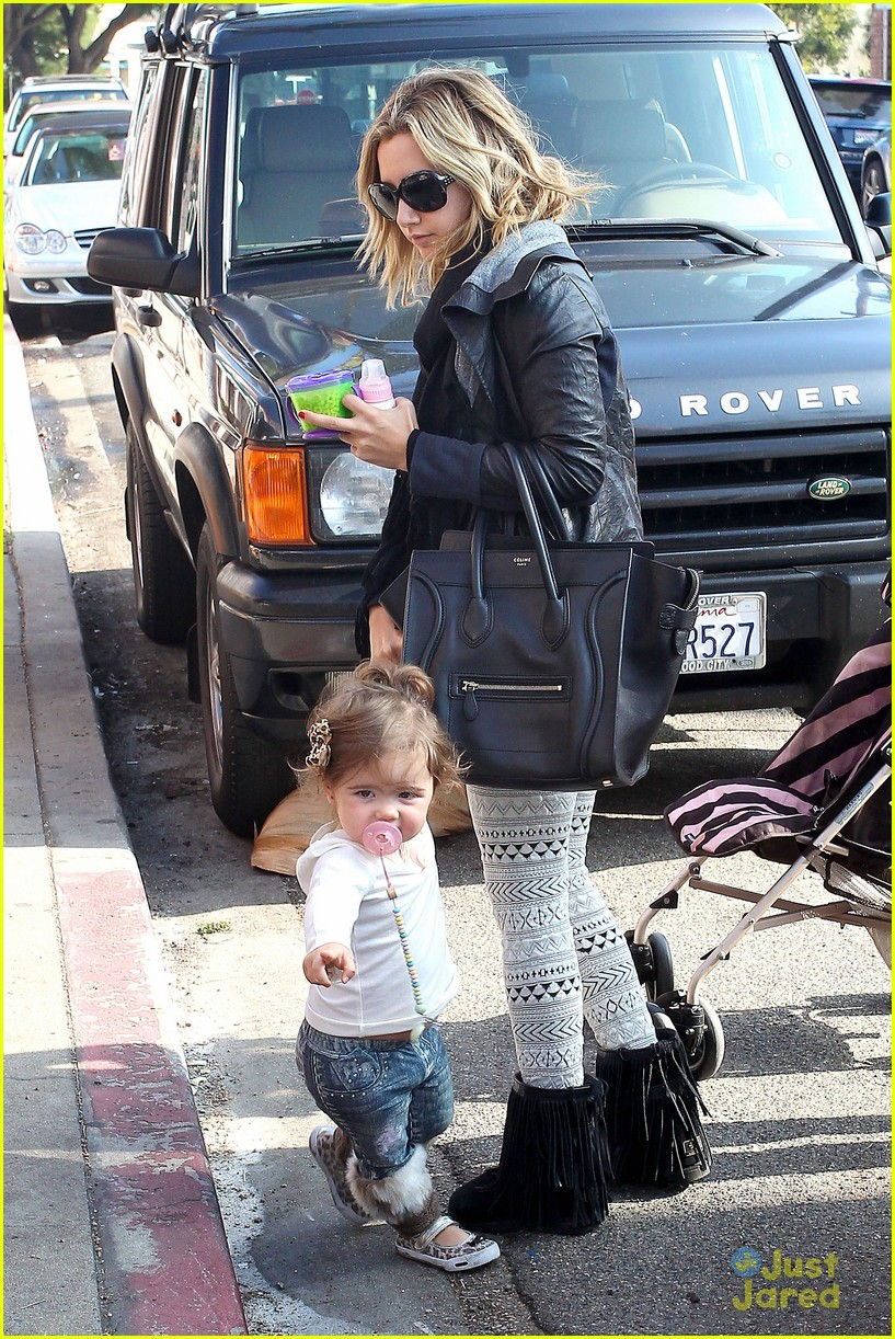 ashley tisdale mikayla lunch 02