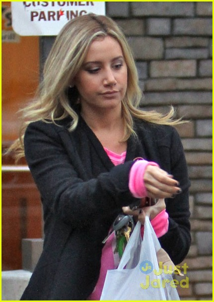ashley tisdale shakeys 01