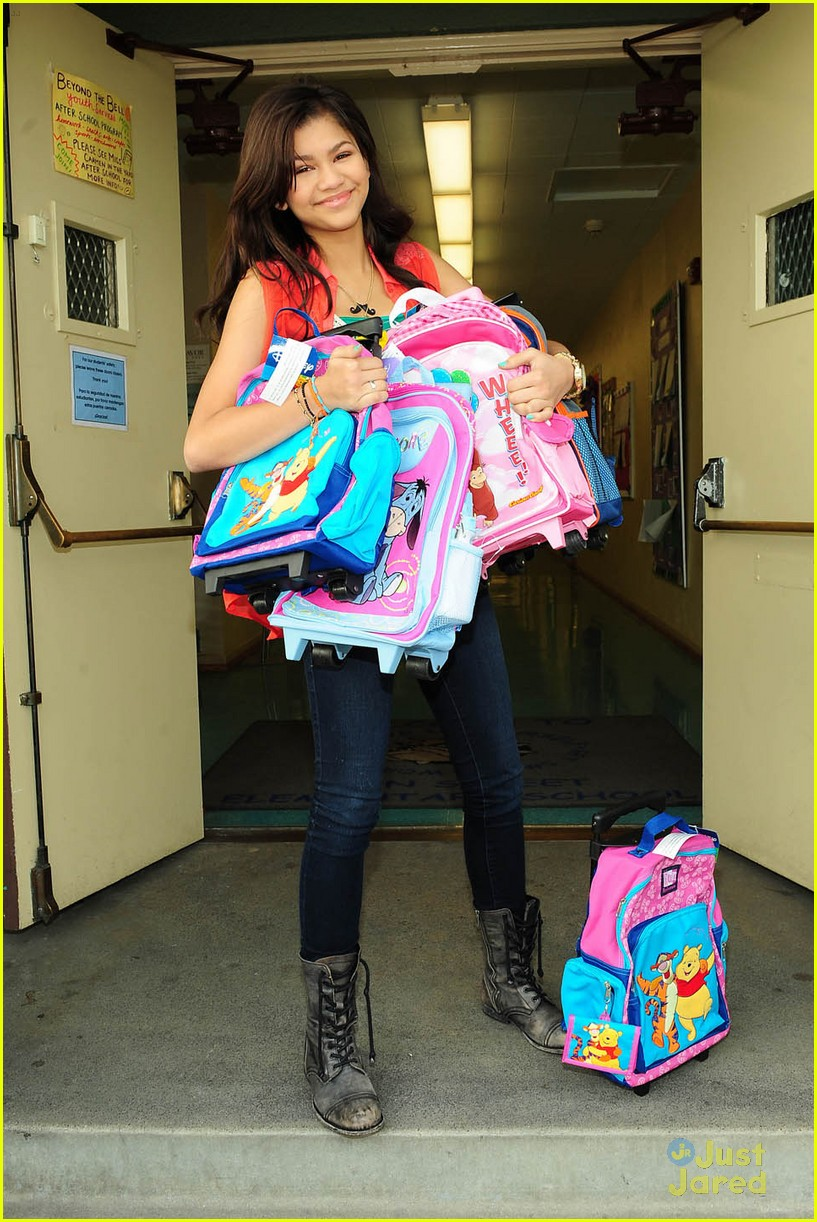 zendaya backpack delivery 03