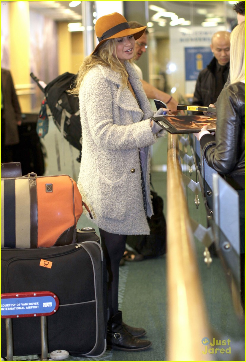 aly michalka vancouver arrival 04