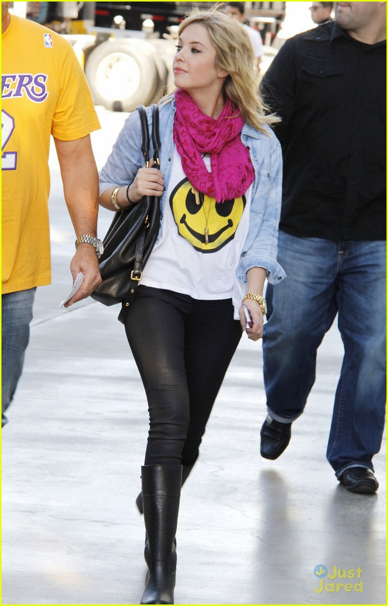 ashley benson lakers game 03