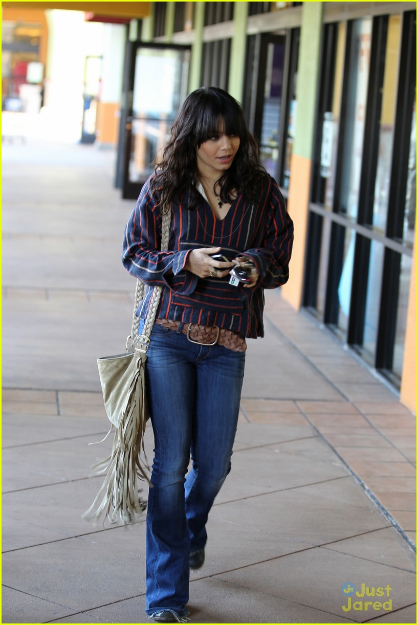 vanessa hudgens lunch salon 01