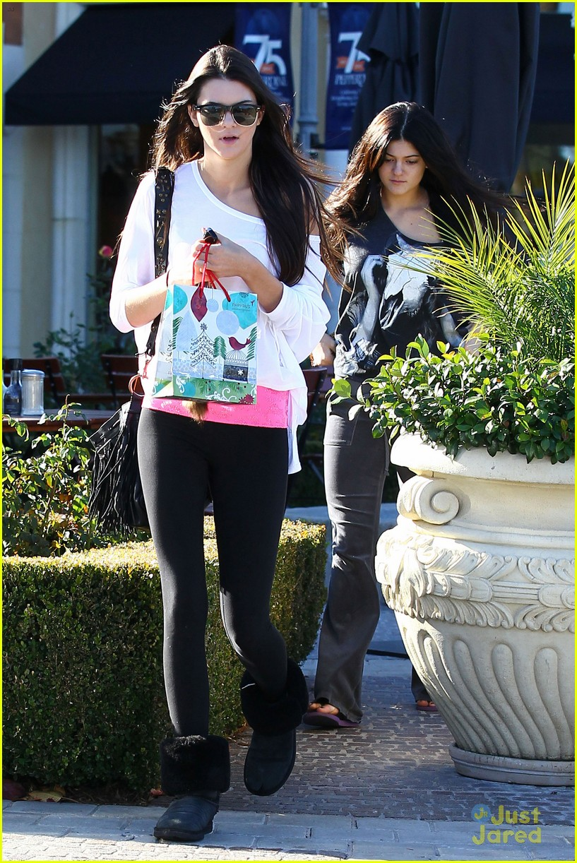 kendall kylie jenner christmas shopping 06