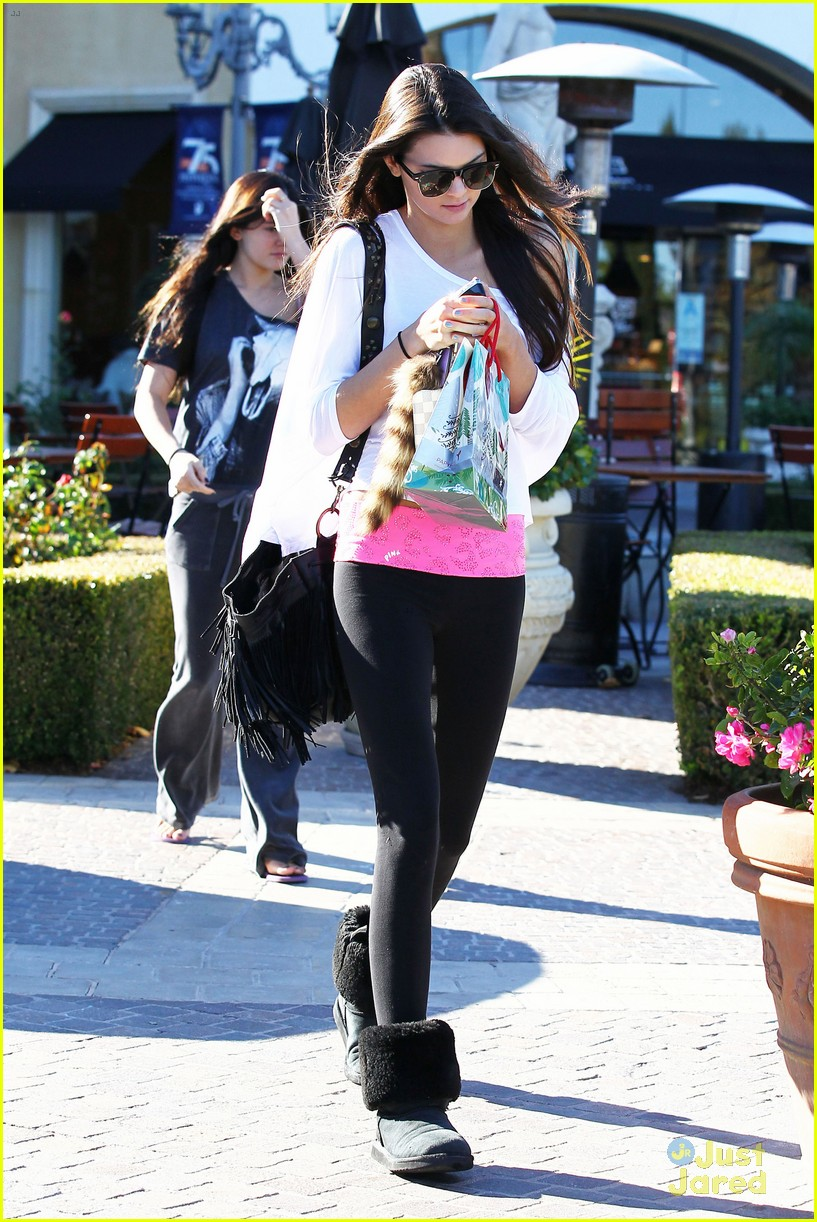 kendall kylie jenner christmas shopping 21