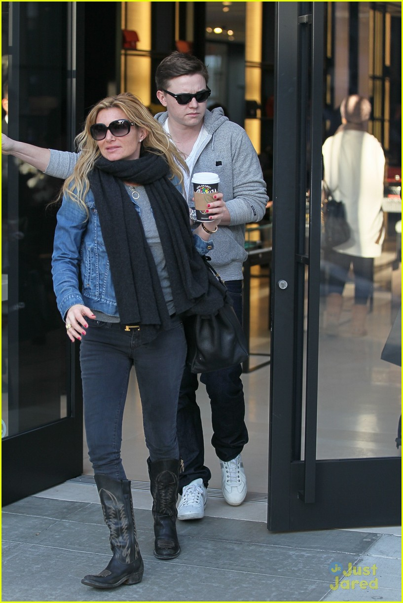 jesse mccartney hermes mom 02
