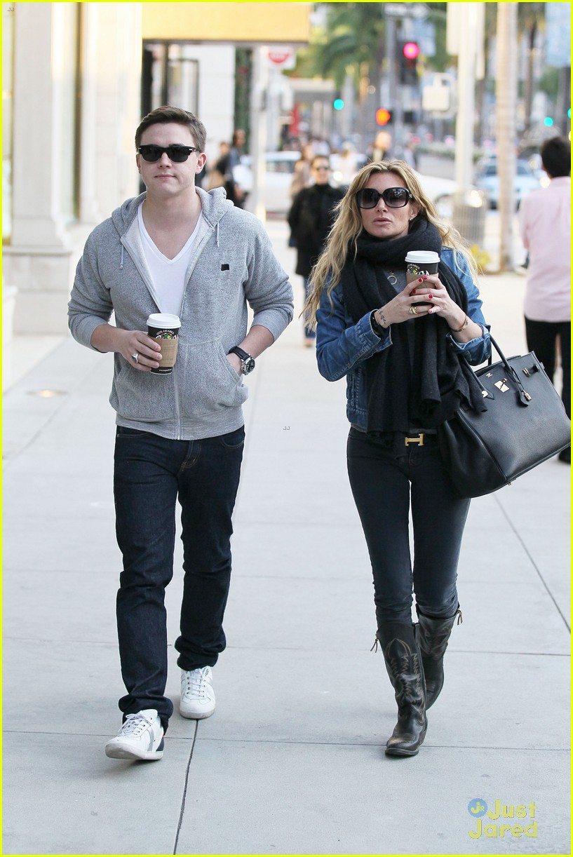 jesse mccartney hermes mom 13