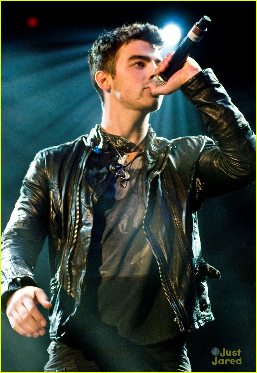 joe jonas jingle bash chicago 04