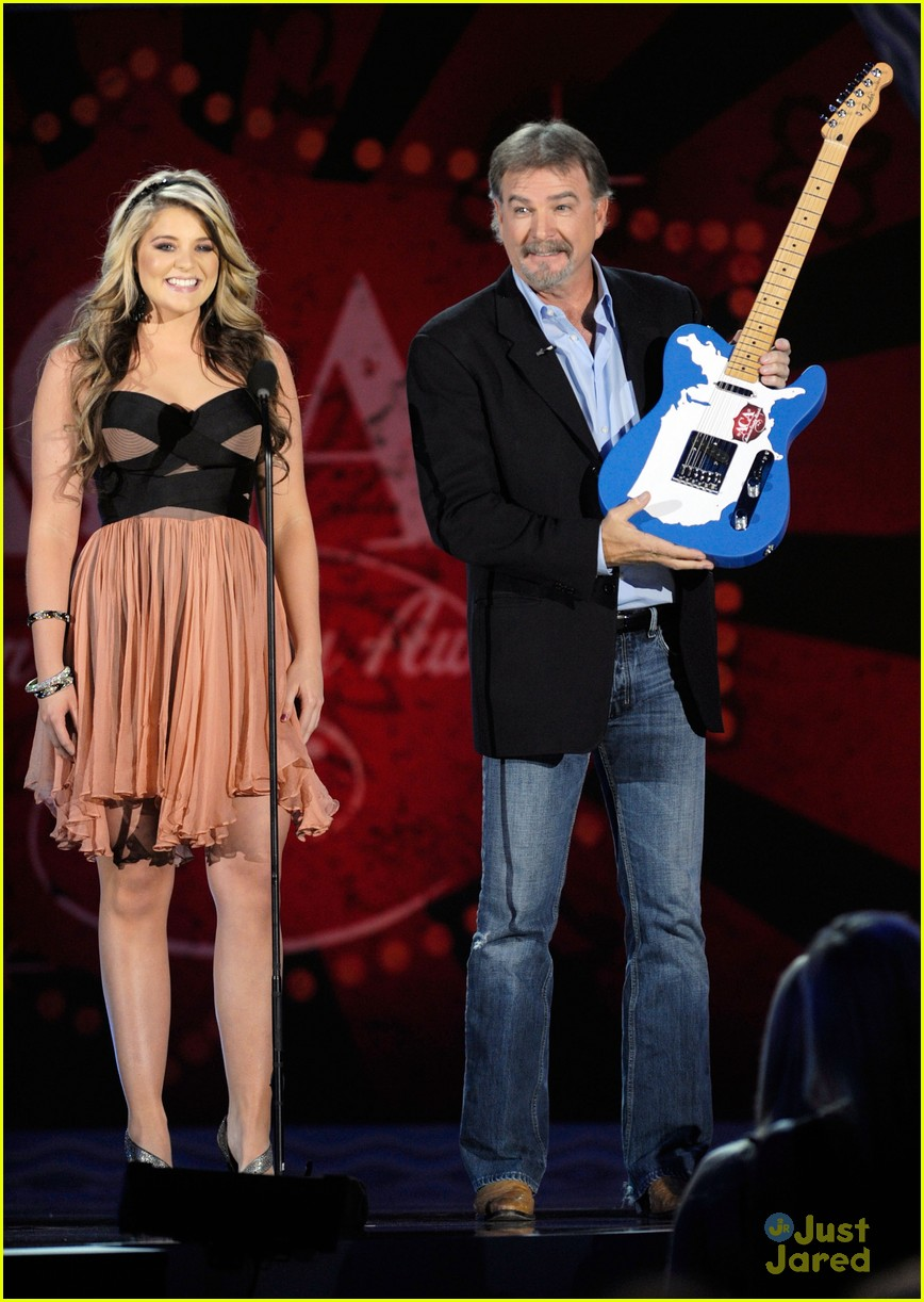 lauren alaina american country awards 15