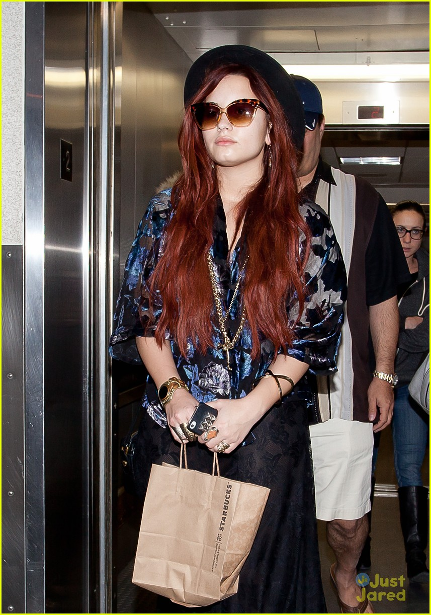 demi lovato lands lax 03