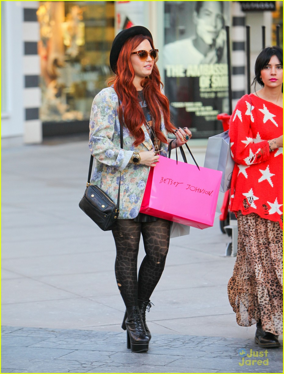 demi lovato holiday shopping 12